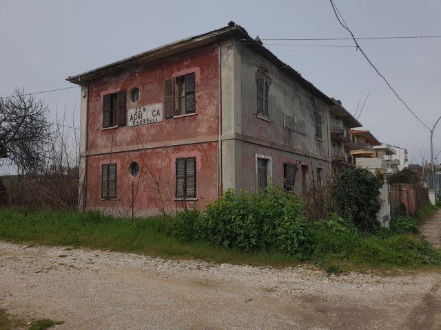 Fossacesia, l'Anas darà in gestione la casa cantoniera per il turismo sostenibile vicino alla Via Verde