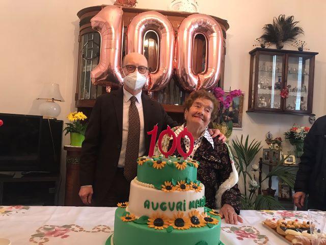 Chieti, centenari: il sindaco porta gli auguri della città a nonna Marietta Giampietro