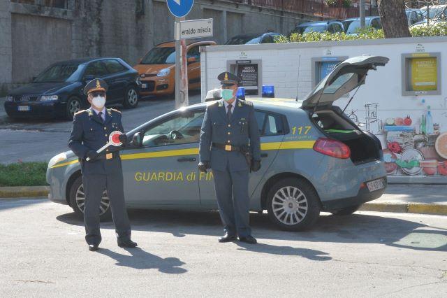 Ortona, la Guardia di Finanza scopre un supermarket della droga in zona rossa