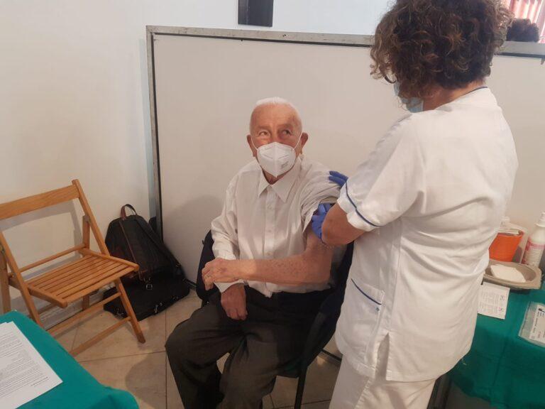 Roseto, il piano per il richiamo dei vaccini agli ultraottantenni