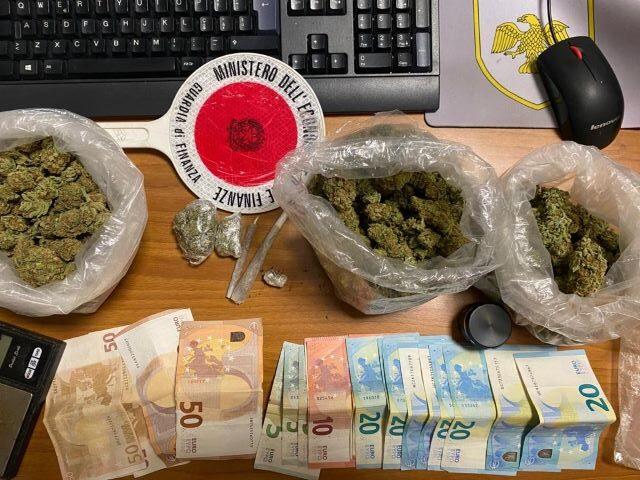Francavilla, la Guardia di Finanza sequestra 350 grammi di marijuana: spacciatore ai domiciliari