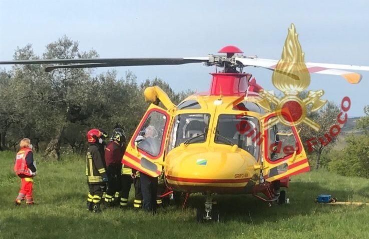 Città Sant'Angelo, gamba incastrata nella motozappa: salvato dai pompieri