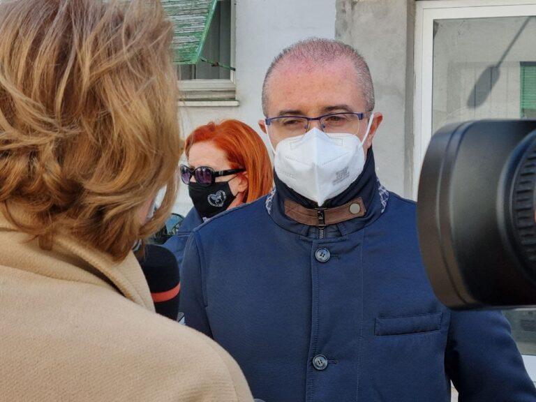 Pescara, via Rigopiano: 2 donne minacciate con un coltello alla gola