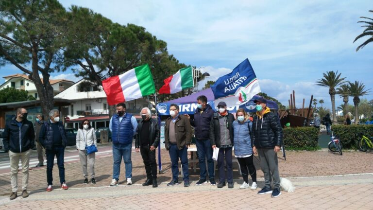 Tortoreto, firme referendum e tesseramento: gazebo di Fratelli d'Italia