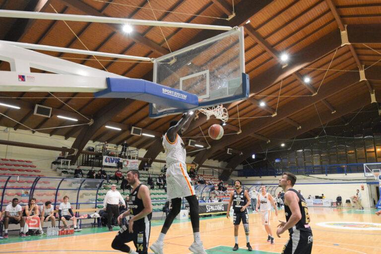 Basket, San Vendemiano sbanca Giulianova all'ultimo quarto