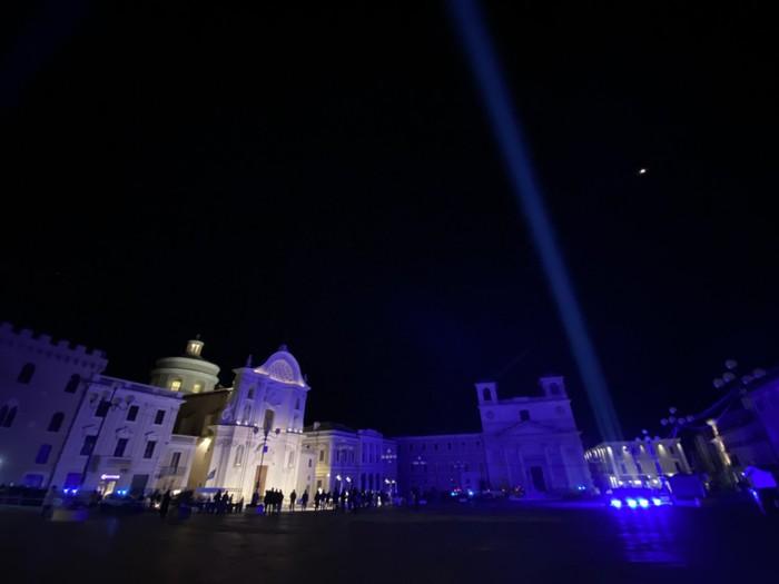 Terremoto L'Aquila: le luci illuminano la notte del ricordo