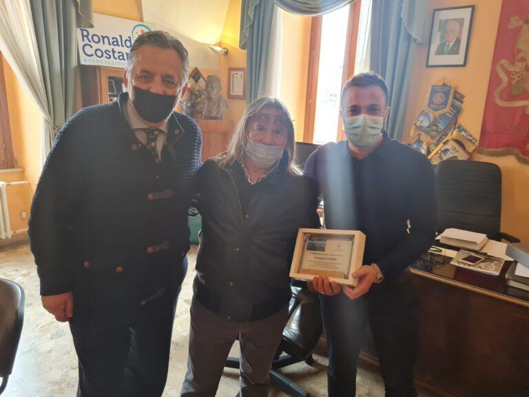 Giulianova, l'amministrazione comunale saluta il dipendente Giuseppe Cartone