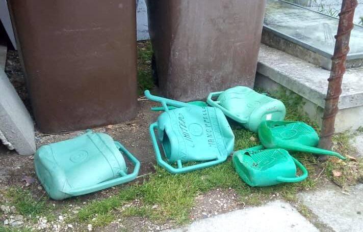 Manoppello, vandali al cimitero: arrivano le telecamere