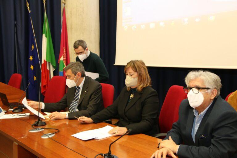 Covid, unità di crisi: Abruzzo tutto giallo (in rosso solo due comuni) VIDEO