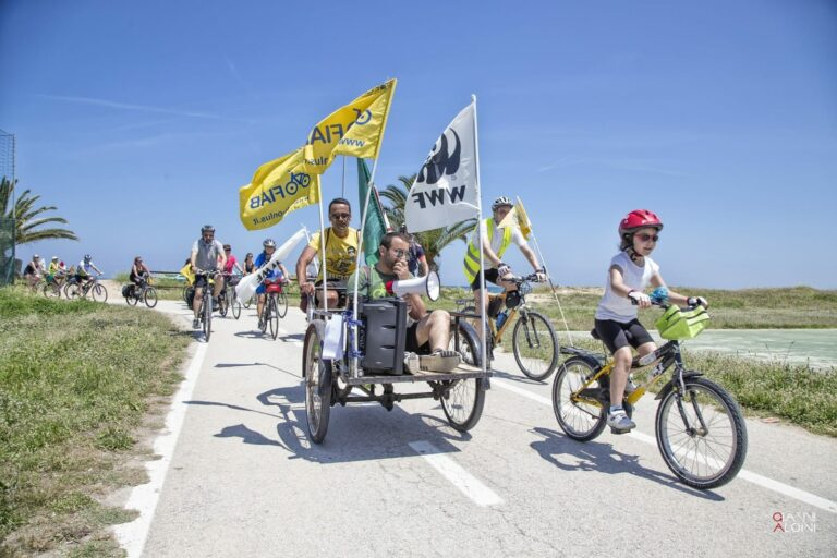 Torna la Biciclettata Adriatica: arrivo alla Torre di Cerrano