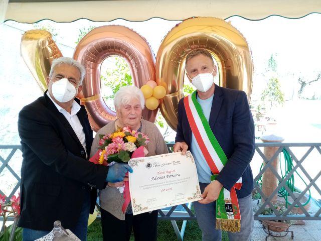 San Giovanni Teatino, Felicetta Petracca compie 100 anni: gli auguri dell'amministrazione comunale