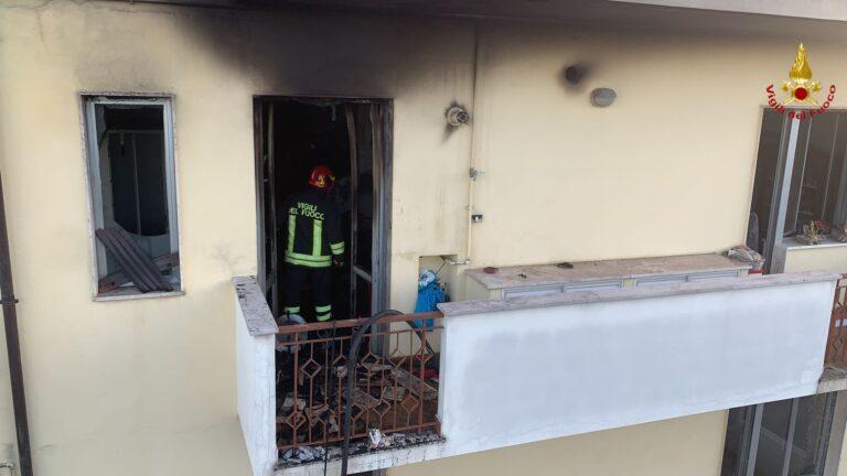 Pescara, fiamme in un appartamento in via Sella di Corno FOTO