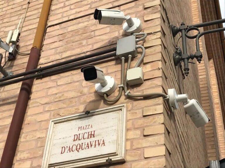 Atri, atti vandalici sul Belvedere: individuato il responsabile grazie alle telecamere