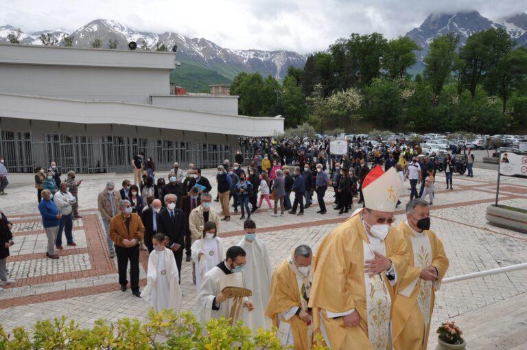 San Gabriele: indulgenza ai giornalisti che hanno attraversato la Porta Santa