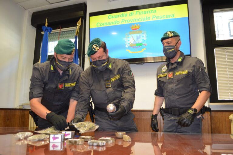 Pescara, fermato in centro dalla finanza: gli sequestrano più di 1 chilo di droga