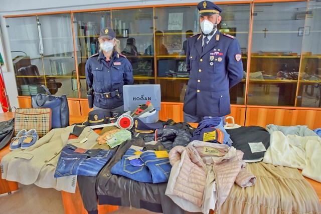 Teramo, furto da migliaia di euro in un negozio di abbigliamento del centro: arrestati in tre