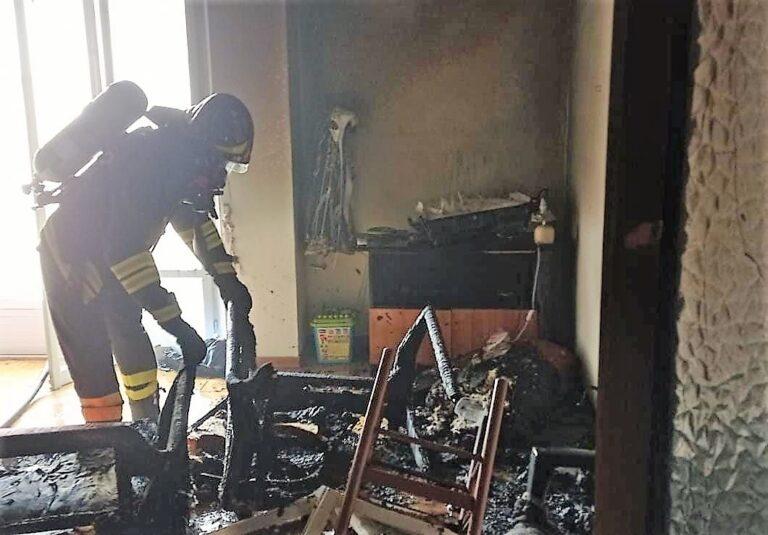 Incendio in un appartamento sul lungomare di Villa Rosa FOTO