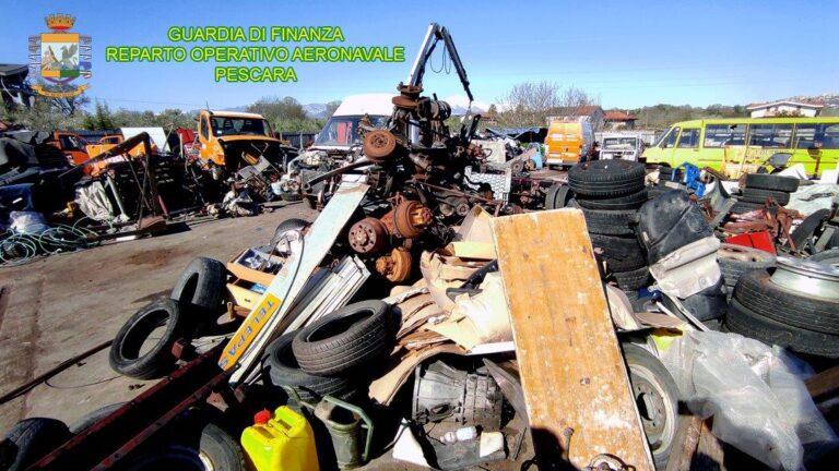 Montesilvano, 4 quintali di rifiuti pericolosi abbandonati abusivamente: 4 denunce VIDEO-FOTO