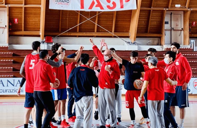 Basket, per la Rennova Teramo è tempo di playout contro Civitanova