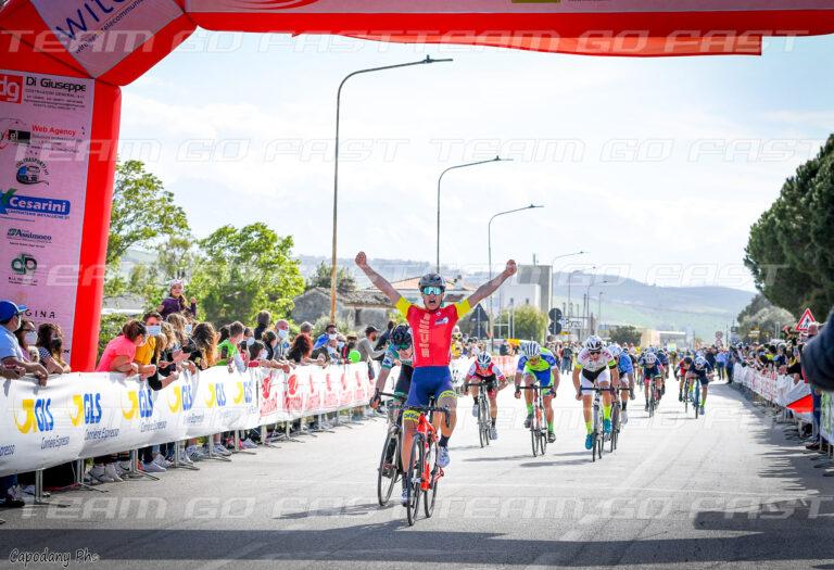 Ciclismo, Trofeo GLS-GS: trionfo in volata del siciliano Paolo Leone