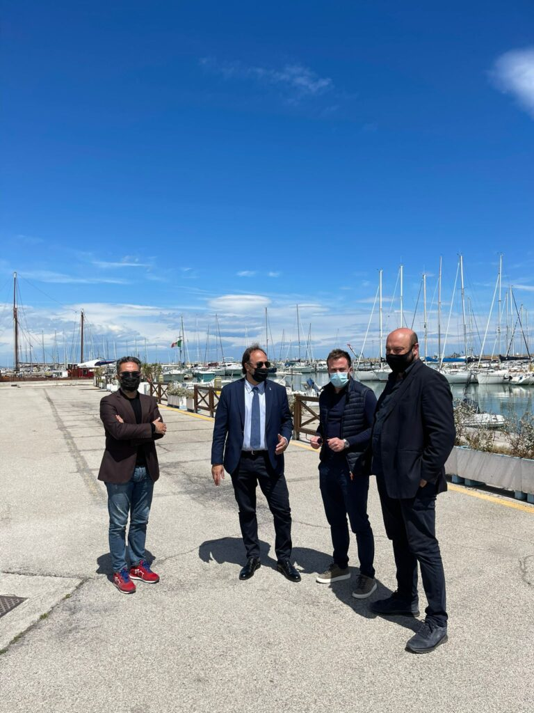 Giulianova, nuova visita in città dell'europarlamentare Massimo Casanova al porto