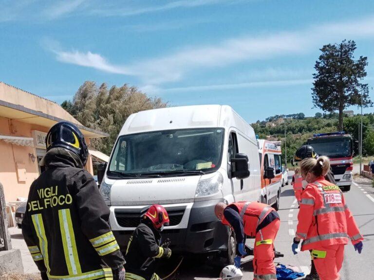 Atri, con lo scooter finisce contro un furgone: grave minorenne FOTO