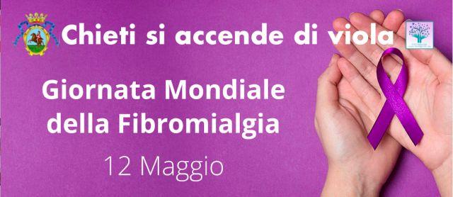 Chieti aderisce alla campagna sulla fibromialgia e tinge di viola la fontana di piazza Valignani