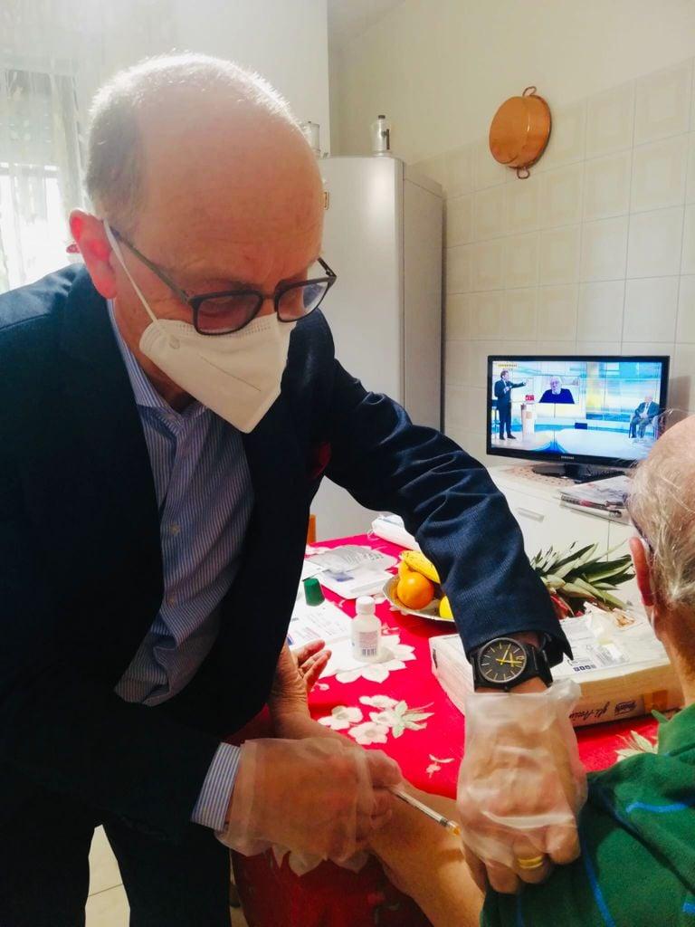 Chieti, vaccini: appello del sindaco agli over 60enni