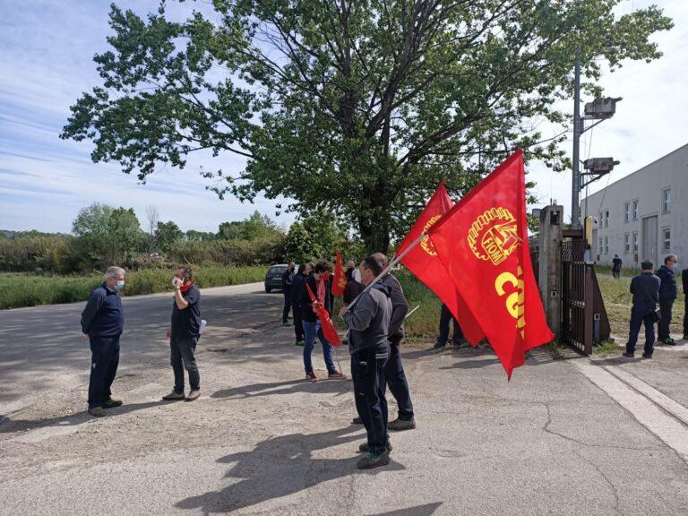 Ancarano, contratto scaduto: scioperano i lavoratori dell'Elettropicena Sud VIDEO