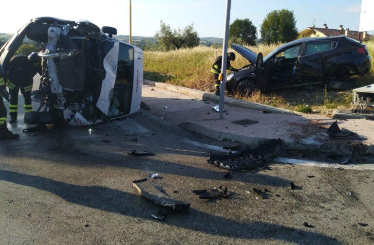 Nereto, l'incidente di viale Europa FOTO