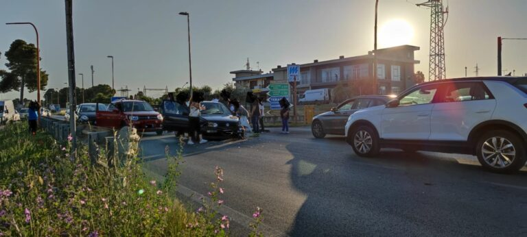 Giulianova, incidente sulla Statale 80 all'incrocio con via Cupa