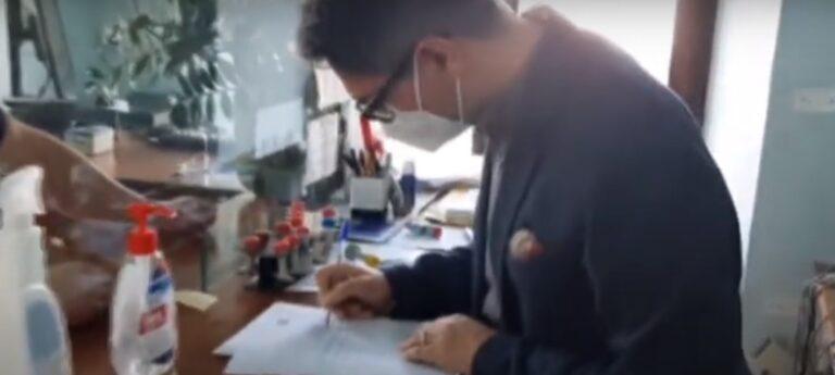 Sant'Omero, impiegata in malattia: il sindaco veste i panni del dipendente dello stato civile