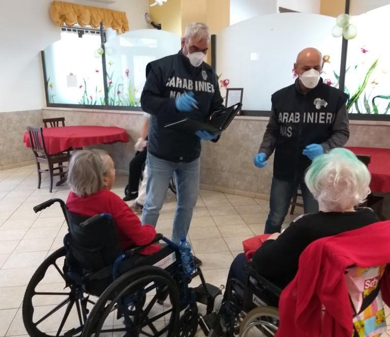 Nas nelle Rsa abruzzesi: 4 anziani vengono vaccinati dopo l'intervento dei carabinieri
