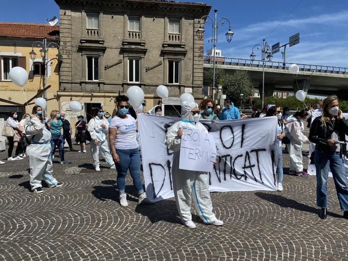 Pescara, gli Oss non confermati in piazza contro la Asl