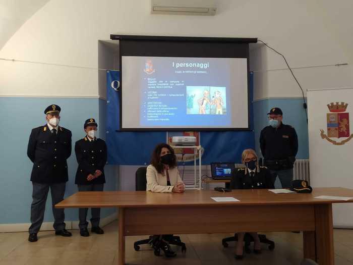 Pescara, cyberbullismo: 3 ragazzini ammoniti dalla questura