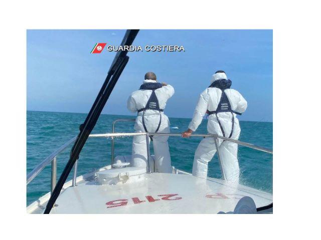 Si ribalta con l'imbarcazione: soccorso dalla Guardia Costiera di Ortona