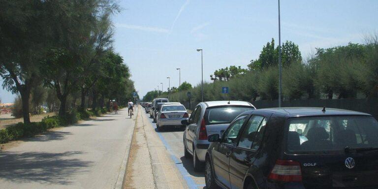 Martinsicuro, strisce blu: affidata la gestione dei parcheggi sul lungomare