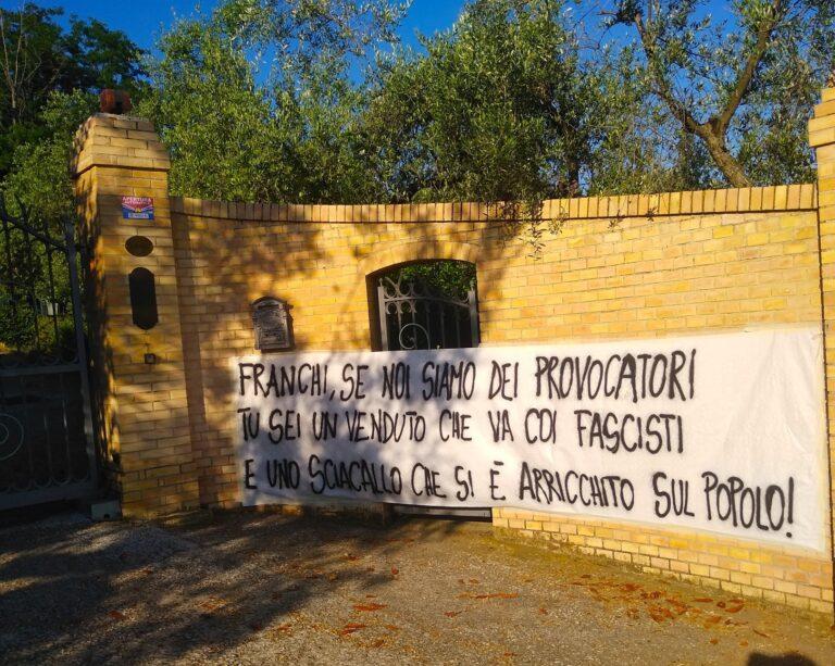 Giulianova, striscione polemico contro il senatore Franchi: l'Anpi smentisce e il sindaco lo difende