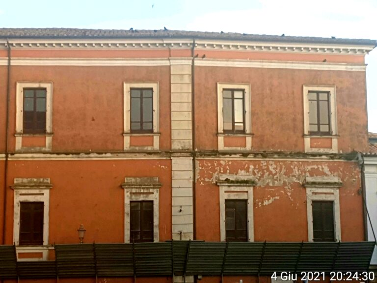 """Atri, ponteggio sul Palazzo del Seminario: """"Altro che turismo culturale"""""""