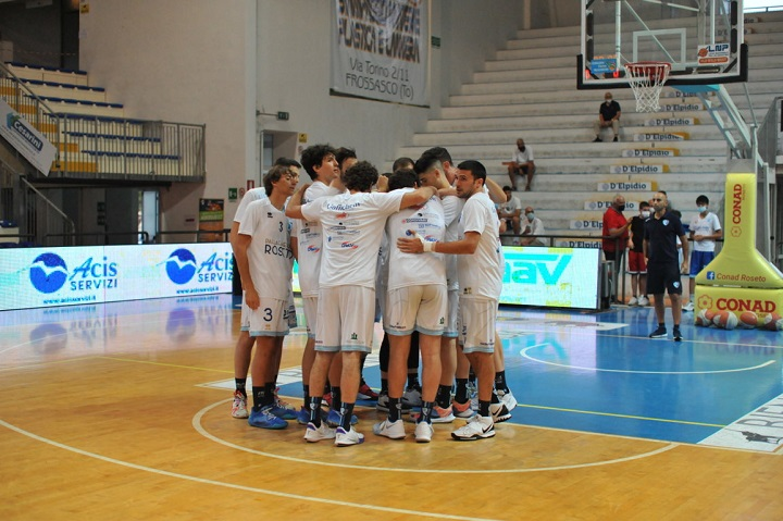 Basket, finale play-off B: Roseto più forte dell'emergenza, discorso promozione rinviato a Gara 5