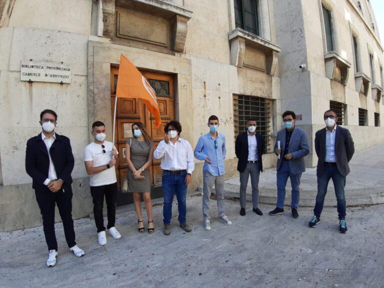 Pescara, sit-in per riaprire le biblioteche regionali