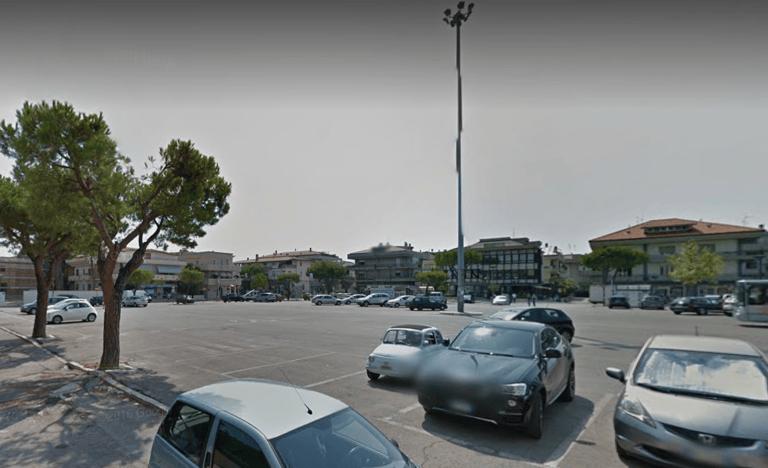 Alba Adriatica, mercato in piazza del Popolo: raccolte oltre 800 firme