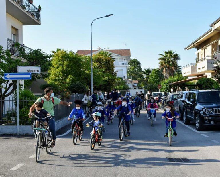 Tortoreto, a scuola in bicicletta: l'iniziativa con 60 studenti
