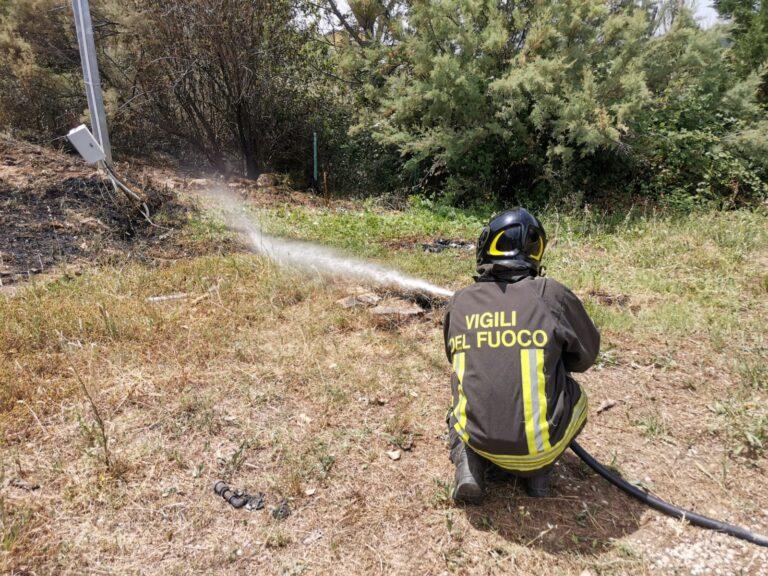 Sterpaglie a fuoco, le fiamme raggiungono serbatoi di Gpl: interventi a Colleatterrato e Atri FOTO VIDEO