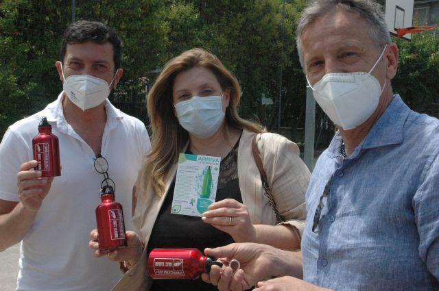 Sgs e Comune di San Giovanni Teatino distribuiscono borracce d'alluminio agli alunni dell'Istituto Comprensivo Galilei