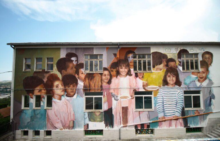 Teramo, ' Virtù': il murale di Edoardo Ettorre sulla facciata della scuola di Sant'Atto