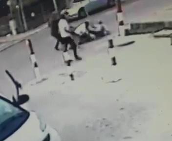 Castelnuovo, rissa per gelosia in strada: il video diventa virale