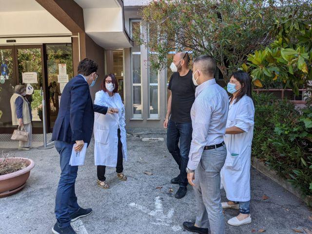 Ospedale di Ortona, visita ispettiva dei consiglieri Paolucci e Blasioli in Senologia