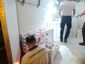 Pescara, controlli della Guardia Costiera: sequestro di pesce e vongole