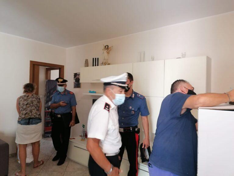 Montesilvano, appartamento confiscato alla camorra: fucile e coltelli in casa-FOTO